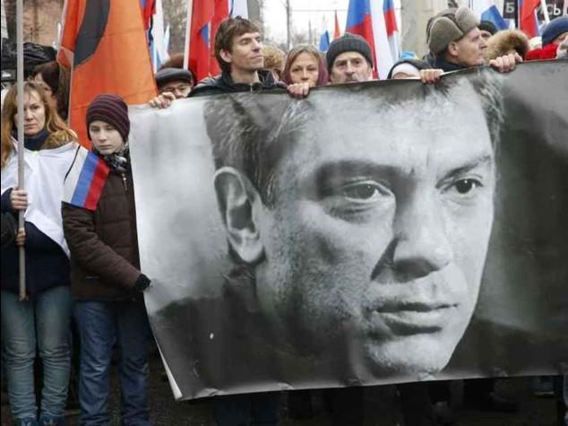 Nemtsov, giallo su quattro arresti  Ceceno braccato si fa esplodere
