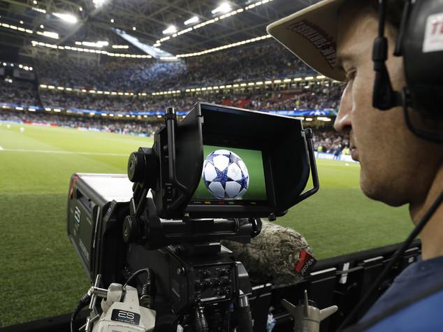 Calcio, bufera sui dritti tv: asta da rifare per il rientro 2018