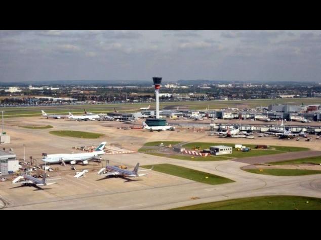 Gb: spazio aereo Londra chiuso fino alle 20 per un guasto informatico