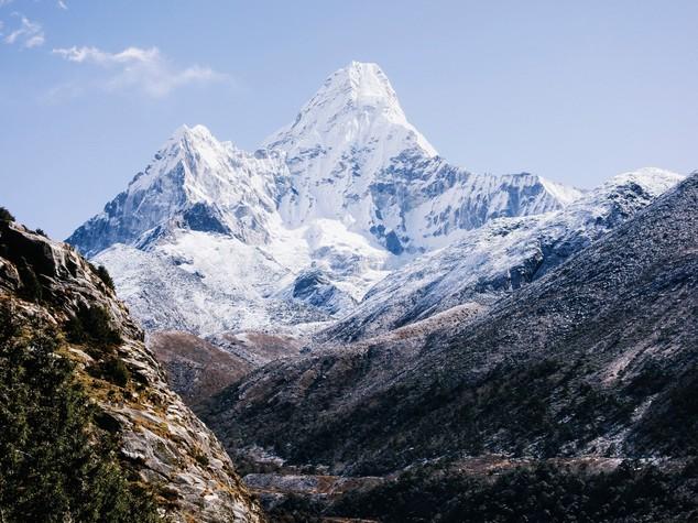 Un terremoto ha fatto abbassare l'Everest. Forse