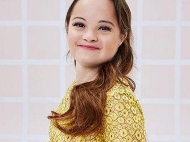 Chi è Katie Meade, la prima modella con la sindrome di Down