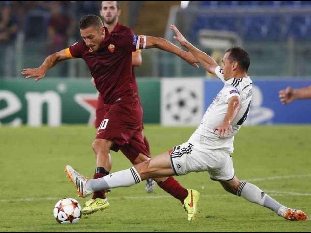 Champions: Roma a valanga, 5-1 al Cska; scontri tra tifosi, 3 arresti e 4 daspo