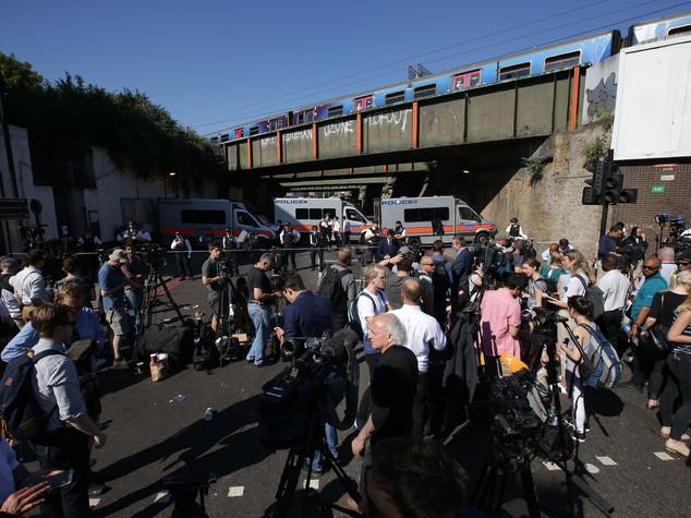 Furgone sui fedeli usciti da moschea, ancora terrore a Londra