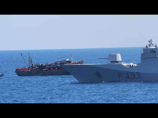 Nuova tragedia in mare, 20 morti nella stiva di un barcone a Lampedusa