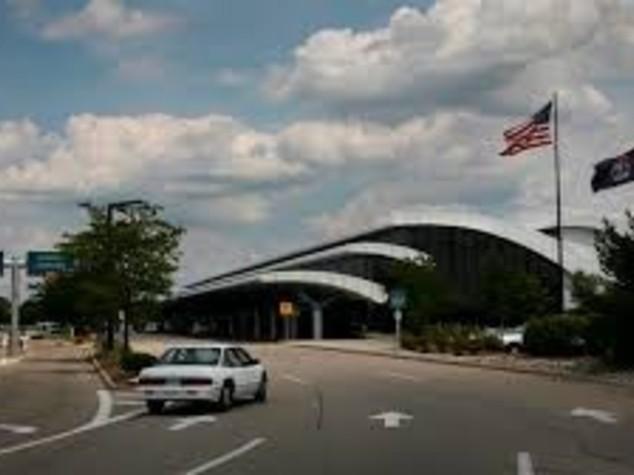 == BREAKING NEWS == Poliziotto accoltellato, evacuato aeroporto nel Michigan