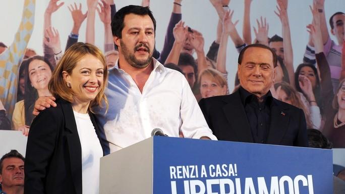 Sondaggi, lo scatto di Matteo Salvini