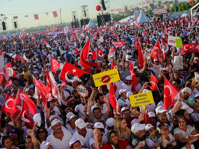 Istanbul, un milione alla manifestazione contro Erdogan