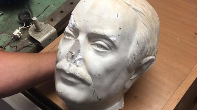 E' la cultura mafiosa che ha decapitato la statua di Falcone a Palermo
