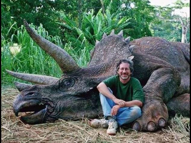 """""""Ha abbattuto un dinosauro"""", furia animalista contro Spielberg"""