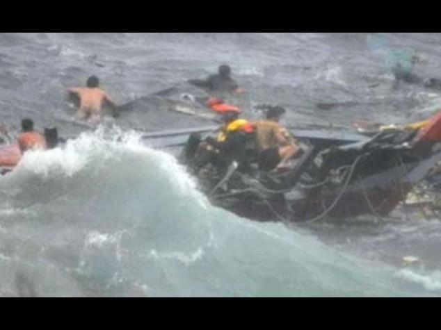 Barcone a picco al largo di Tripoli Morti in mare piu' di 200 migranti