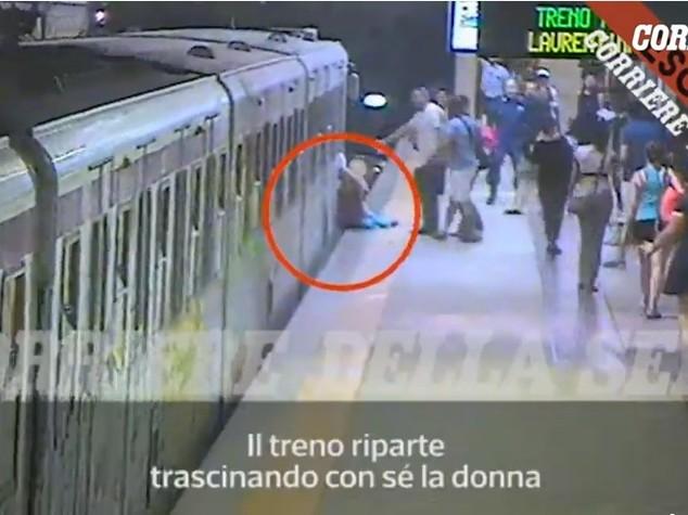 Guarda la donna incastrata e trascinata dal metrò. Video del Corriere