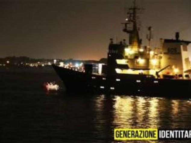 Parte C-Star, la 'nave nera' contro le Ong nel Mediterraneo