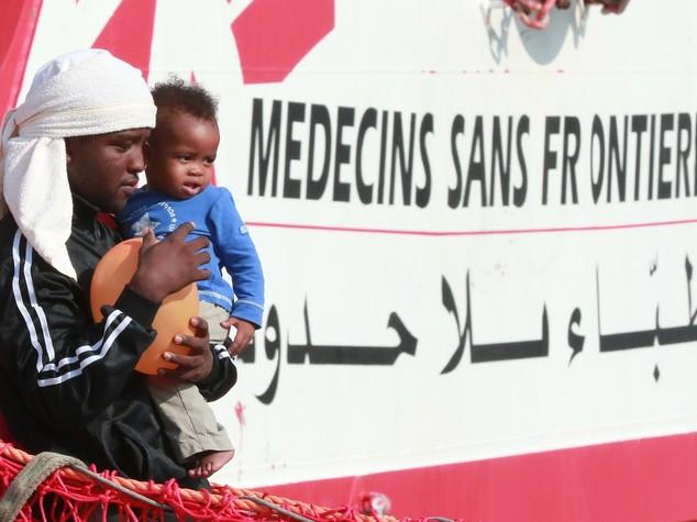 In due giorni altri 7mila sbarchi. In Italia esplode la rivolta anti-migranti