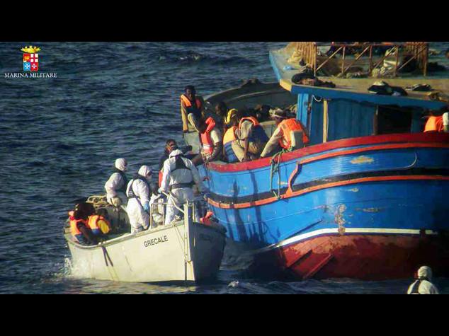 Immigrati: doppia strage, 18 morti in stiva e 40 dispersi
