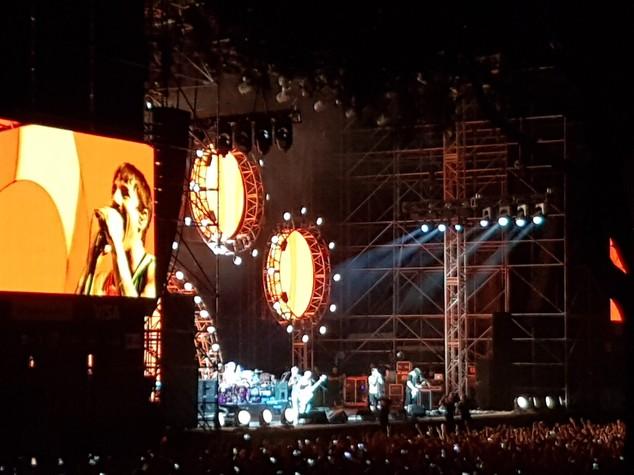 Il concerto dei Red Hot Chili Peppers: una festa con vecchi amici