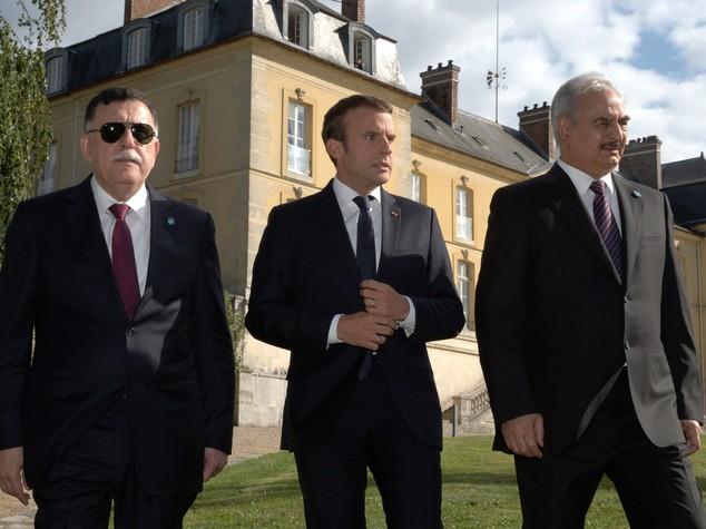 Macron pacifica la Libia. Alle spalle dell'Italia