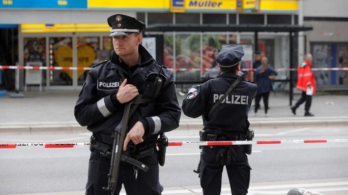 Attacco islamista ad Amburgo. Un morto e sei feriti