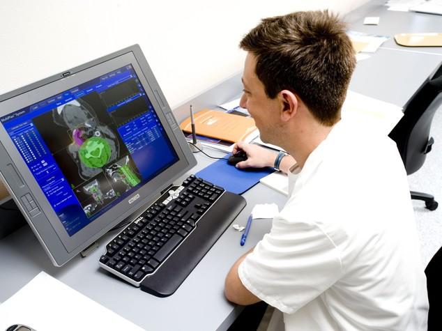 Roma, all'Ifo arriva cyberknife, il robot per la radiochirurgia dei tumori