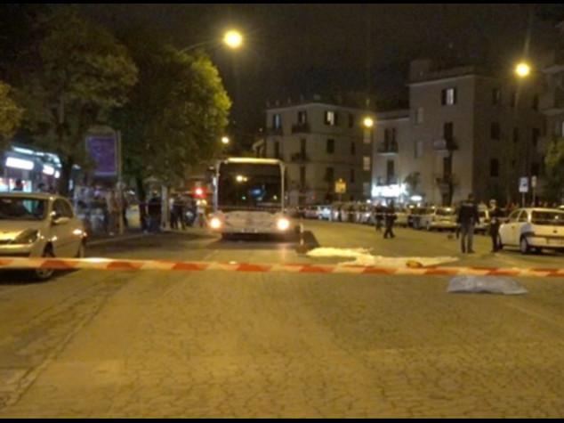 """Roma, con l'auto su fermata bus Arrestata 17enne rom, """"omicidio"""""""