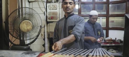 L'ultima degli indù contro i musulmani: vietare la carne di mucca