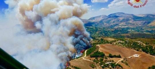 Incendi: appiccavano fuoco, sgominato gruppo volontari Vigili del fuoco