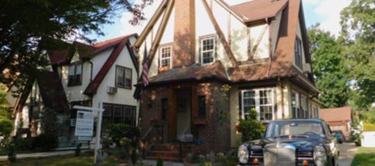 ' Solo' 700 dollari per una notte da Trump , su Airbnb la casa d'infanzia del presidente Usa