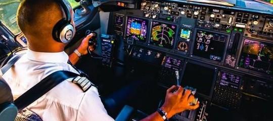 Cosa può fare un pilota d'aereo in cabina (e cosa assolutamente no)