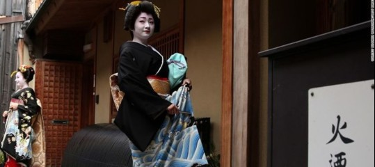 Come (e perché) le quindicenni giapponesi decidono di diventare geishe