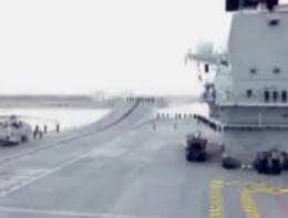 Lizzie, la portaerei più grande del Regno Unito entra in porto