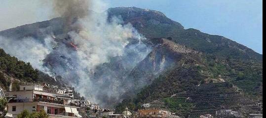 Incendio in Costiera amalfitana. Cosa sta succedendo sulle colline di Maiori