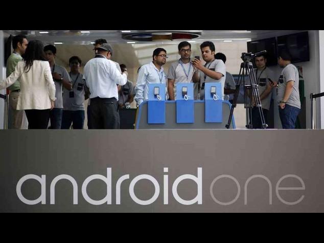 Google lancia in India smartphone low cost da 105 dollari