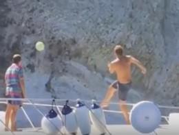 Totti show a Ponza: si esibisce con un passaggio perfetto... da barca a barca