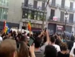 Gruppo anti Islam allontanato durante la marcia di Barcellona