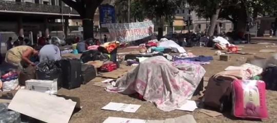 Dopo 48 ore per i rifugiati sgomberati da via Curtatone non si trova una soluzione