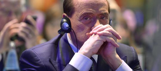 Come funziona la doppia moneta di Berlusconi, il suo 'mezzo ritorno alla Lira'