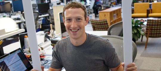 Mark Zuckerberg ha in mano il futuro del giornalismo. E ha deciso di salvarlo