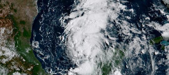 Uragano Harvey tocca terra e diventa più potente: ora è di categoria: 4 su massimo 5