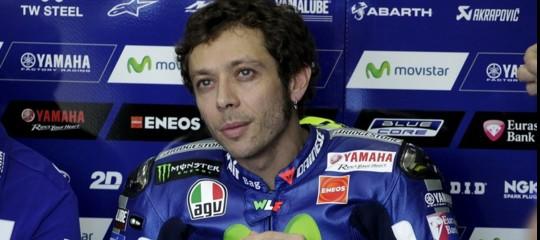 Incidente a Valentino Rossi, probabile frattura di tibia e perone. Addio mondiale?