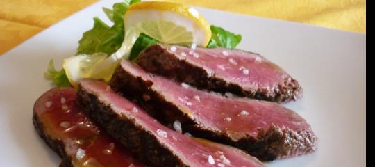 Perché la carne artificiale è il cibo del futuro che salverà l'ecosistema