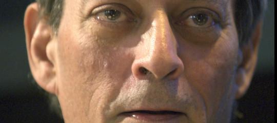 Trump? Uno psicopatico pericoloso per gli Usa e per il mondo, dice Paul Auster