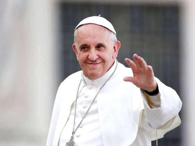 Il Papa in Molise, stadio gremito per la messa