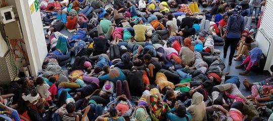 In Europa calano gli sbarchi, in Libia aumentano i lager. Due facce della stessa tragedia
