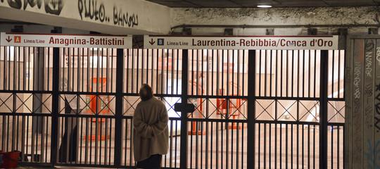 Maltempo a Roma: 7 stazioni metro A chiuse, sulla linea B interrotta tratta Eur Magliana-Laurentina