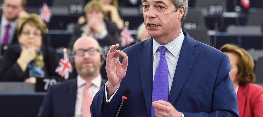 """Farage: """"Junckerè come i comunisti sovietici"""""""