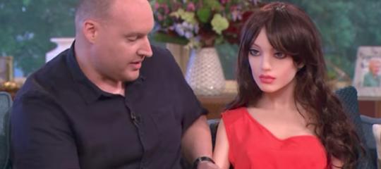 Un robot del sesso ha fatto un'inquietante comparsa sulla tv britannica