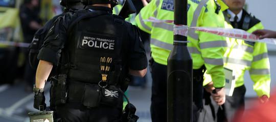 """L'esplosione nella Metro di Londra è stato un """"atto di terrorismo"""". Disinnescato secondo ordigno"""