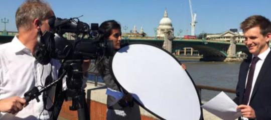 Coccodrillo sbrana un giornalista inglese del FT in Sri Lanka