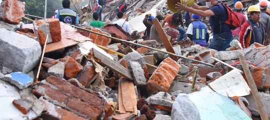Terremoto in Messico: sale a 248 il bilancio delle vittime. 21 bambini morti nel crollo di una scuola