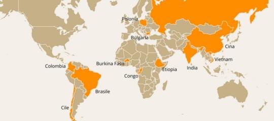 Perché le adozioni internazionali in 10 anni sono crollate del 73,5%