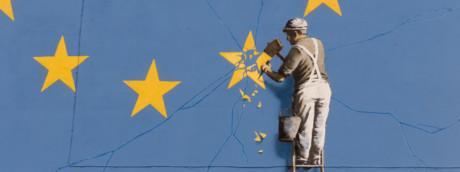 L'ultimo murales di Banksy è dedicato alla Brexit. L'opera è comparsa nella notte tra il 6 e il 7 maggio su un muro di Dover nel Regno Unito, su un palazzo nei pressi del terminal dei traghetti situato nell'estrema parte sud-orientale dell'isola (Afp)
